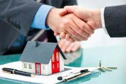 Händedruck mit Kunden nach dem erfolgreichen Vertragsabschluss © Alexander Raths / Fotolia