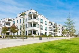 Mehrfamilienhäuser - Wohngebiet und Park © Tiberius Gracchus / Fotolia